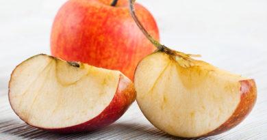 Почему нарезанные яблоки становятся коричневыми